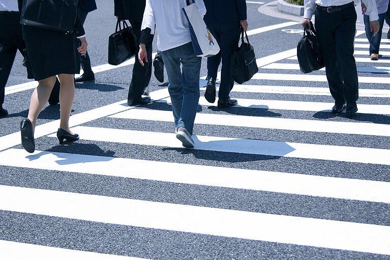 勤務時間中だけでなく、通勤中のケガ・病気も対象です