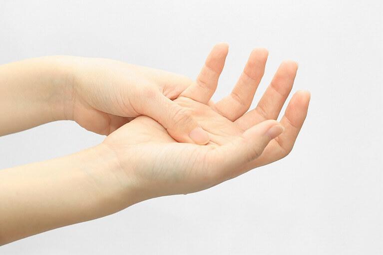手・手指の痺れ