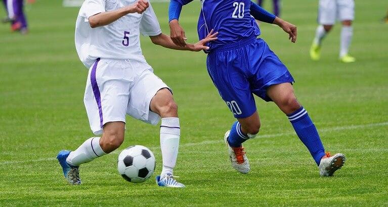 サッカー(ダッシュの繰り返しやステップが多いスポーツ)
